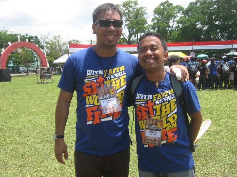 Serge (R), with the Young Ministries International Coordinator, Kuya Cocoi Javier.